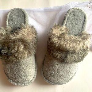 POTTERY BARN   grey slippers NWT